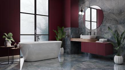Szary kamień i bordowe ściany w stylowej łazience