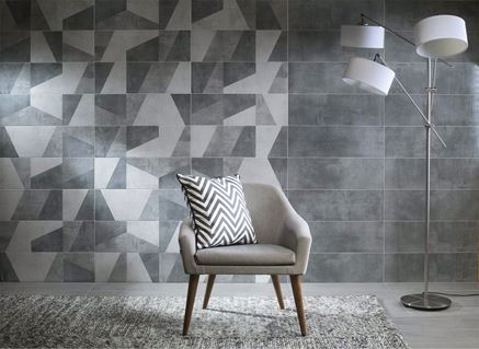 Szary salon z dekoracyjną ścianą