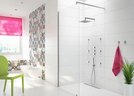 Łazienka z patchworkową ścianą