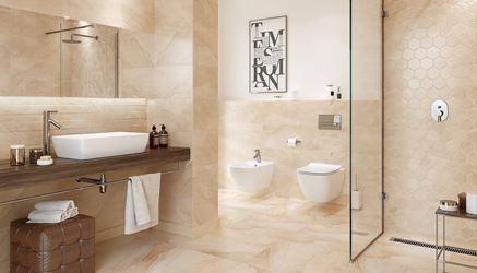 Klasyczna łazienka w beżowych marmurach