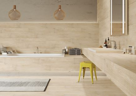 Łazienka w ciepłym, jasnym drewnie