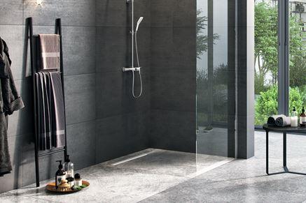 Minimalistyczna łazienka w ciemnych odcieniach