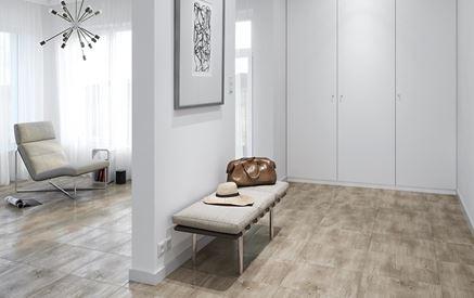 Aranżacja jasnego przedpokoju z drewniana podłogą