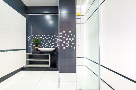 Aranżacja łazienki z wykorzystaniem Paradyż Esten i kabiny Novellini