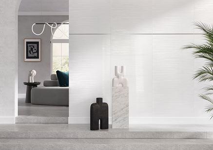 Ściana w salonie w białych kaflach