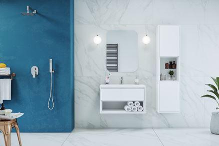 Aranżacja łazienki z marmurową ścianą Excellent Glad