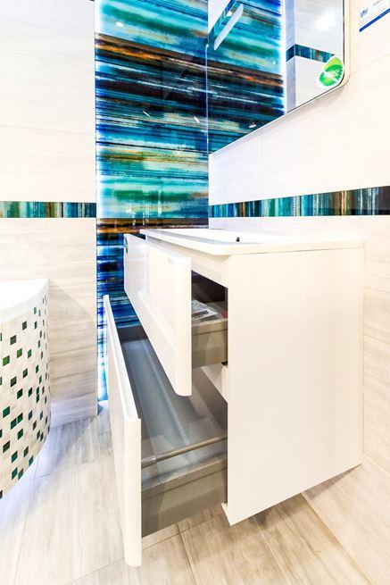 Precyzyjne wykończenie mebli łazienkowych w Blu Cieszyn