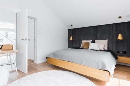 Jasna sypialnia z czarnym akcentem