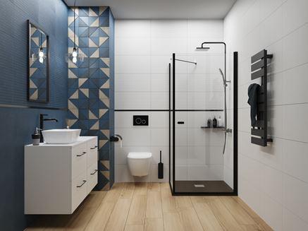 Biało-niebieska łazienka z drewnianą podłogą