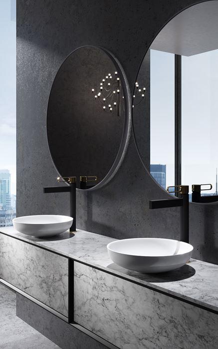 Łazienka glamour z czarną baterią umywalkową