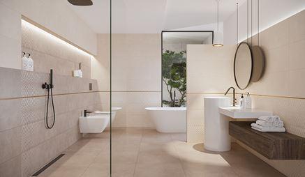 Przestronny salon kąpielowy w beżowej płytce