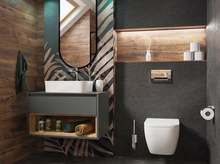 Szara łazienka z ozdobną ścianą i drewnianymi akcentami