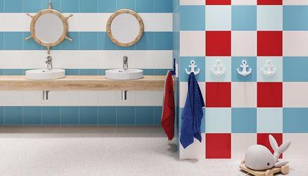 Kolorowa dziecięca łazienka w klimacie marynistycznym