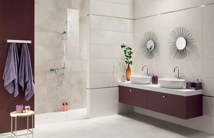 Aranżacja łazienki z płytkami z rysunkiem marmuru