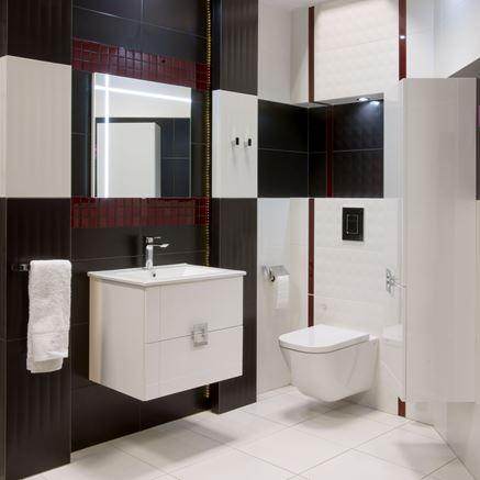 Biało-czarna łazienka z mozaikowymi elementami