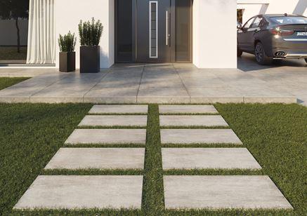 Betonowy chodnik przed domem