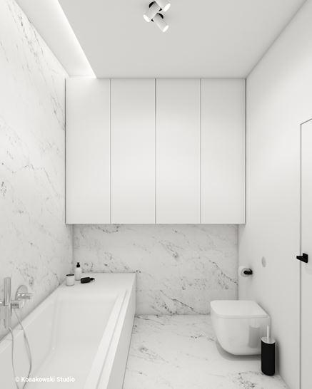 Biała, marmurowa łazienka w bloku