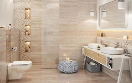 Beżowa łazienka z marmurowymi płytami