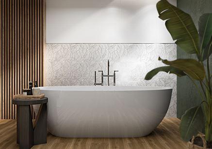 Drewno i florystyczne dekory w nowoczesnej łazience