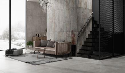 Industrialny salon wykończony w płytach z kolekcji Tubądzin Epoxy i Art Cement