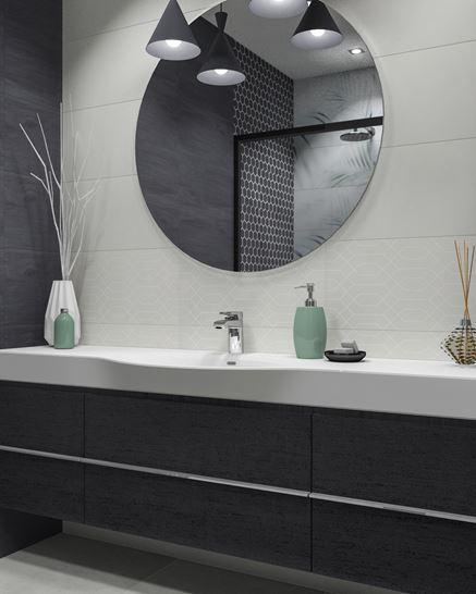 Strefa umywalkowa i eleganckie lustro ścienne