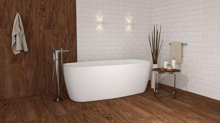 Łazienka w ponadczasowej bieli i drewnie
