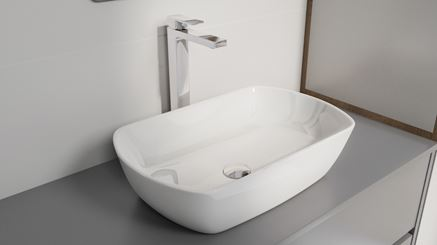 Biała umywalka ceramiczna z chromowaną baterią