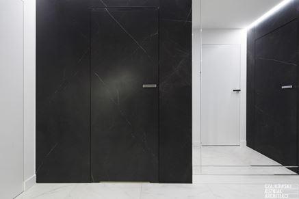 Drzwi bezprzylgowe w modnym marmurze