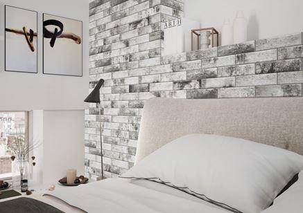 Sypialnia z oryginalnym zagłówkiem z szarej cegły