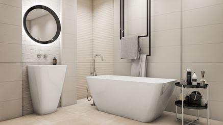 Jasna łazienka z ceramiką wolnostojącą