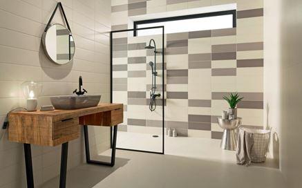 Jasna łazienka z szarymi elementami w kolekcji Tubądzin Industria