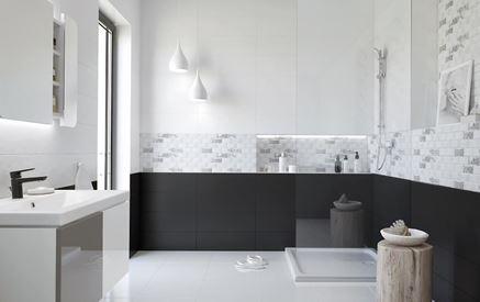 Czarno-biała łazienka z subtelnym patchworkowym wzorem