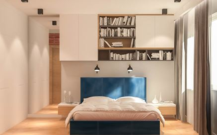 Granatowe podwójne łóżko w sypialni