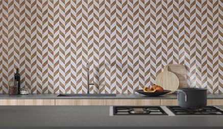 Jodełkowa mozaika nad blatem kuchennym
