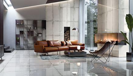 Nowoczesny salon z polerowanymi płytami o wyglądzie betonu