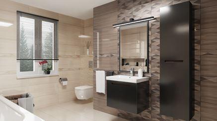 Aranżacja szaro-beżowej łazienki z dekorami