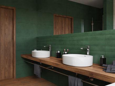 Aranżacja rodzinnej łazienki z kolorze ciemnej zieleni