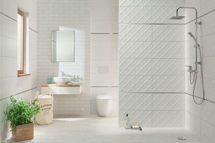 Aranżacja nowoczesnej łazienki w białym kolorze
