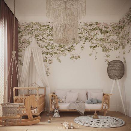 Pokój dziewczynki skąpany w kwiatach