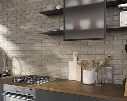 Kuchnia z klinkierową ścianą