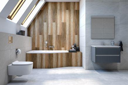 Jasna łazienka z drewnianą ścianą w strefie kąpielowej