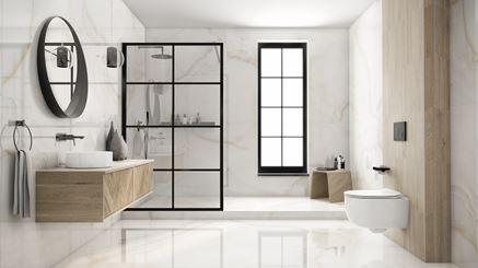Aranżacja dużej łazienki w marmurze Azario Onice