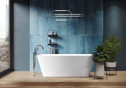 Niebieska łazienka z wanną wolnostojącą