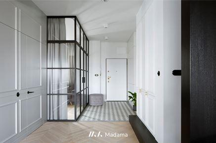 Aranżacja korytarza w eleganckim apartamencie