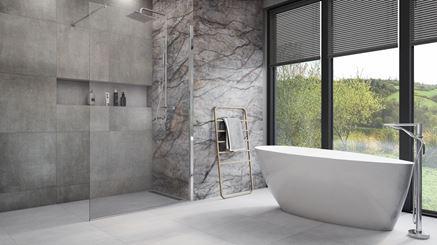 Szara łazienka z płytami o wyglądzie kamienia