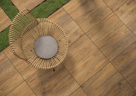 Detal płytki tarasowej drewnopodobnej Cerrad Ragaya