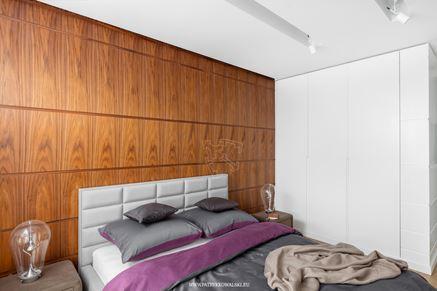 Drewniane panele w sypialni
