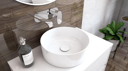 Strefa umywalkowa z płytką drewnopodobną i umywalka nablatową