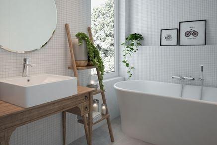 Biała łazienka wykończona mozaiką