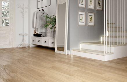 Ponadczasowe drewno w przedpokoju - Cersanit I love wood